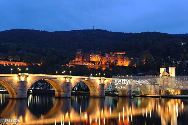 Heidelberg beleuchteten Brücken mit Palast und Twin Tower Herbst
