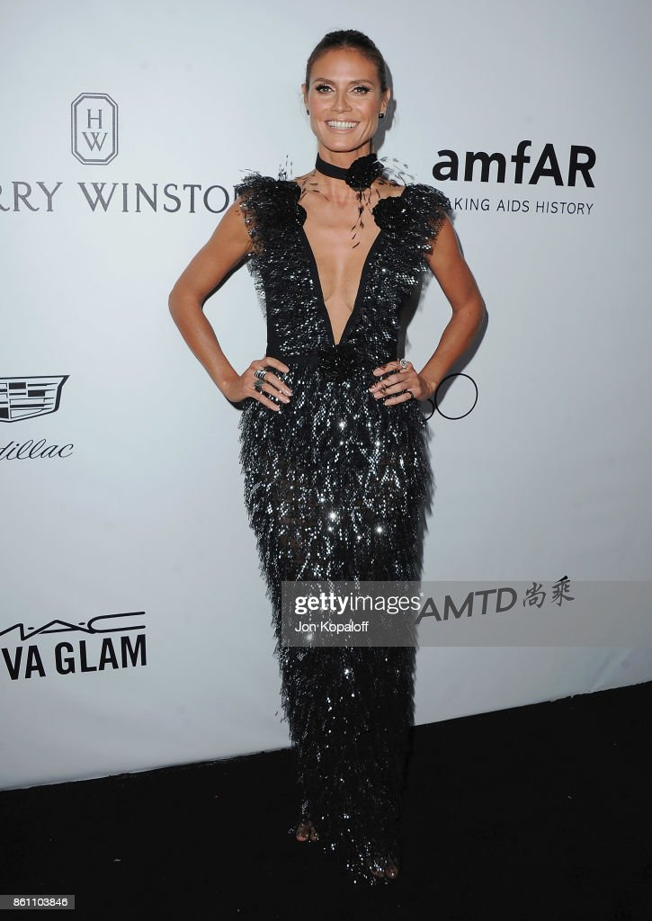 Heidi Klum arrives at amfAR Los Angeles 2017 at Ron Burkleâs Green Acres Estate on October 13, 2017 in Beverly Hills, Californi