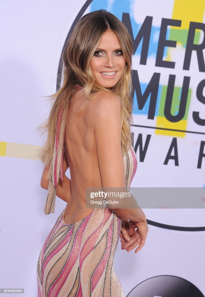 Heidi Klum arrives at the 2017 American Music Awards at Microsoft Theater on November 19, 2017 in Los Angeles, California.