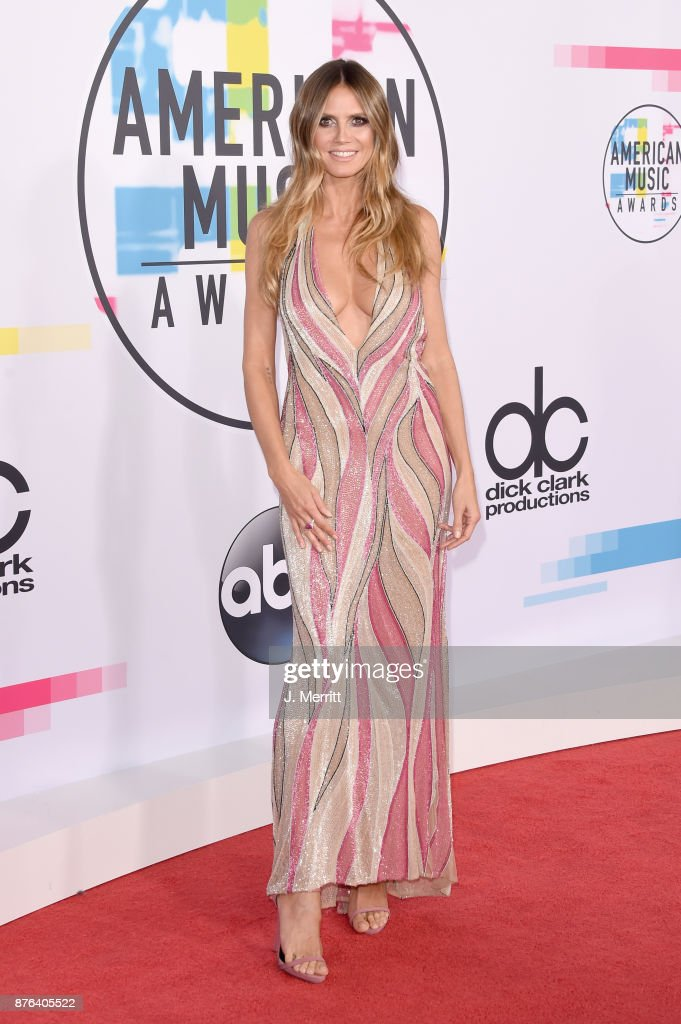 Heidi Klum attends 2017 American Music Awards at Microsoft Theater on November 19, 2017 in Los Angeles, California.
