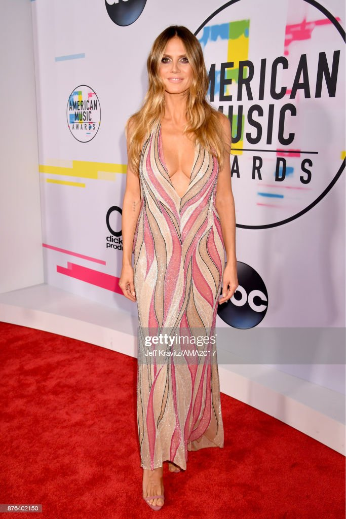 Heidi Klum attends the 2017 American Music Awards at Microsoft Theater on November 19, 2017 in Los Angeles, California.