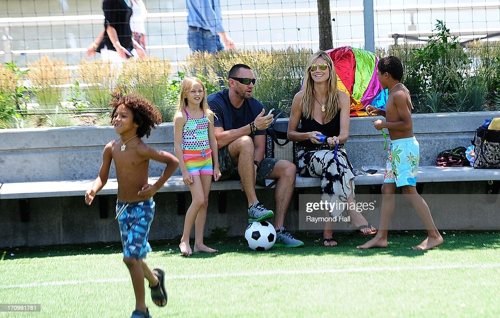 <a gi-track='captionPersonalityLinkClicked' href=/galleries/search?phrase=Heidi+Klum&family=editorial&specificpeople=178954 ng-click='$event.stopPropagation()'>Heidi Klum</a>, Leni Samuel, <a gi-track='captionPersonalityLinkClicked' href=/galleries/search?phrase=Martin+Kristen&family=editorial&specificpeople=9722821 ng-click='$event.stopPropagation()'>Martin Kristen</a>, <a gi-track='captionPersonalityLinkClicked' href=/galleries/search?phrase=Henry+Samuel&family=editorial&specificpeople=3216044 ng-click='$event.stopPropagation()'>Henry Samuel</a> and <a gi-track='captionPersonalityLinkClicked' href=/galleries/search?phrase=Johan+Samuel&family=editorial&specificpeople=4543408 ng-click='$event.stopPropagation()'>Johan Samuel</a> are seen at the Westside Park on June 20, 2013 in New York City.