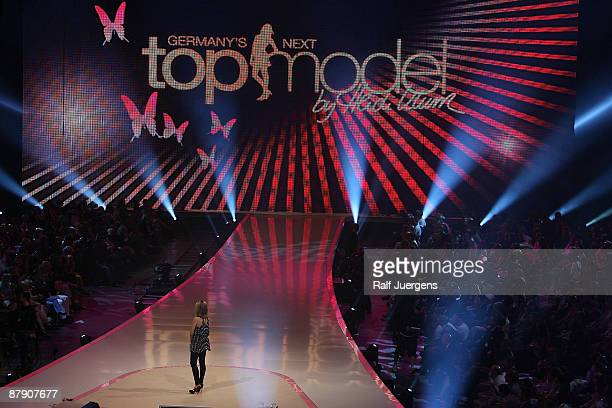 Heidi Klum performs during the PRO7 TV show 'Germany's Next Topmodel Final' at the Lanxess Arena on May 21 2009 in Cologne Germany