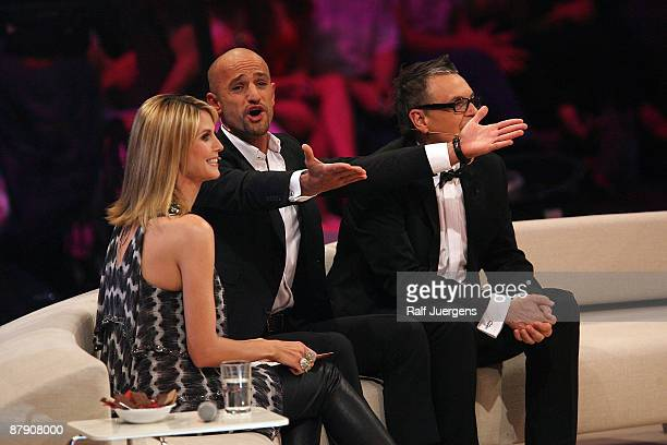 Heidi Klum Peymann Armin and Rolf Scheider perform during the PRO7 TV show 'Germany's Next Topmodel Final' at the Lanxess Arena on May 21 2009 in...