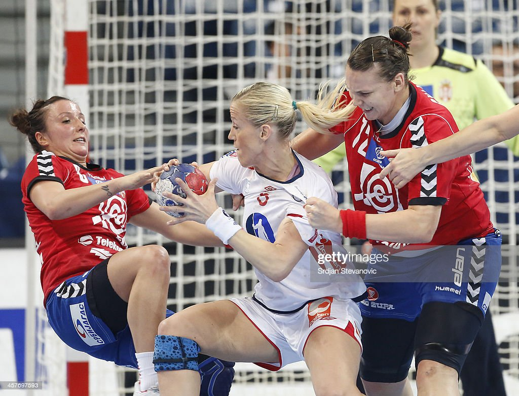<a gi-track='captionPersonalityLinkClicked' href=/galleries/search?phrase=Heidi+Loke&family=editorial&specificpeople=6331820 ng-click='$event.stopPropagation()'>Heidi Loke</a> (C) of Norway is challenged by Katarina Krpez (L) and Dragana Cvijic (R) of Serbia during the 2013 World Women's Handball Championship 2013 match between Serbia and Norway at Kombank Arena Hall on December 18, 2013 in Belgrade, Serbia.