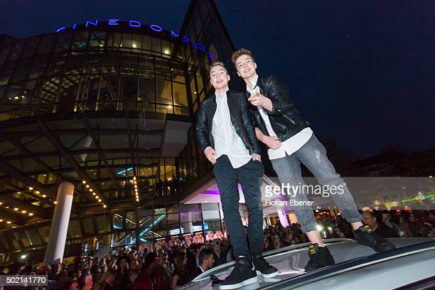 Heiko and Roman Lochmann alias 'DieLochis' attend the premiere for the film 'Bruder vor Luder' at Cinedom on December 20 2015 in Cologne Germany