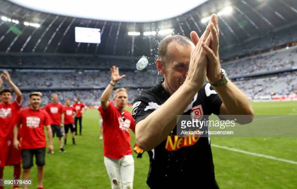 Heiko Herrlich head coach of Jahn Regensburg celebrates after the Second Bundesliga Playoff second leg match betweenTSV 1860 Muenchen and Jahn...