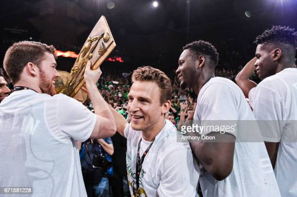 Heiko Schaffartzik of Nanterre celebrates the victory with his team mates and fans during the Final of the French Cup between Le Mans and JSF...