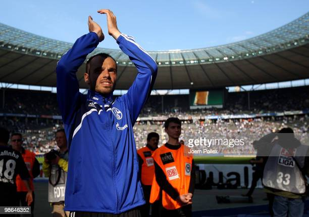 Heiko Westermann of Schalke celebrates after winning the Bundesliga match between Hertha BSC Berlin and FC Schalke 04 at the Olympic stadium on April...