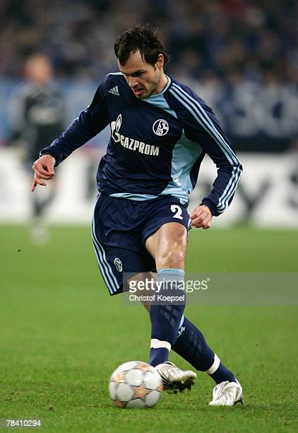 Heiko Westermann of Schalke runs with the ball during the UEFA Champions League Group B match between Schalke 04 and Rosenborg Trondheim at the...