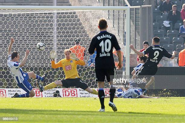 Heiko Westermann of Schalke scores the first goal during the Bundesliga match between Hertha BSC Berlin and FC Schalke 04 at Olympic Stadium on April...