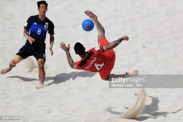 Heimanu Taiarui of Tahati performs a bicycle kick during the FIFA Beach Soccer World Cup Bahamas 2017 group D match between Tahiti and Japan at the...