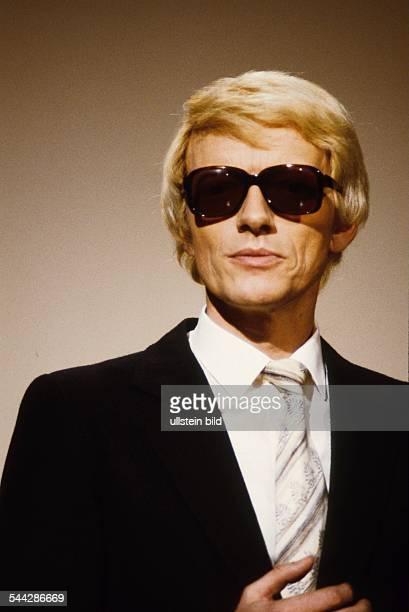 Heino *Schlagersaenger DHeinz Georg Kramm waehrend eines Auftritts 1980