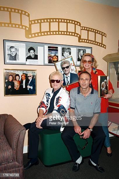 Heino mit Ehefrau Hannelore Kramm und Dr MariusAhrabian Star Island Florida/Orlando/Amerika/USA Urlaub Ehemann Sängerin Sänger Volksmusik Promis...
