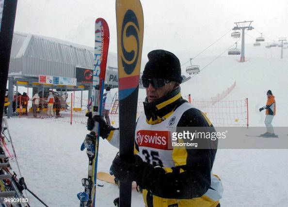 Heinrich von Pierer chief executive officer of Siemens AG arrives at a ski station on a mountain top above Davos Switzerland Sunday January 25 2004