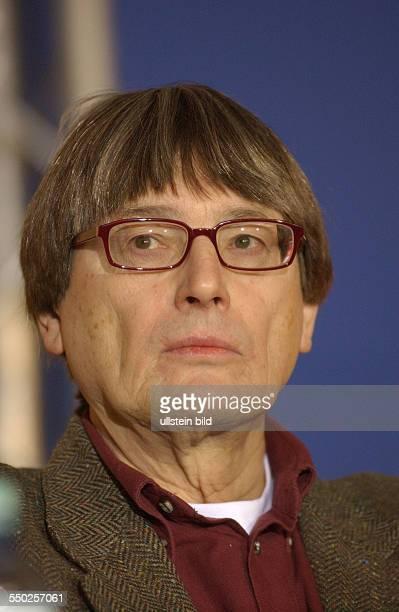 Heint Badewitz anlässlich der Pressekonferenz zu den bevorstehenden 54 Internationalen Filmfestspielen