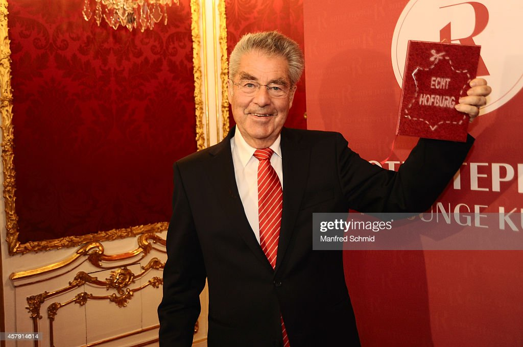 <a gi-track='captionPersonalityLinkClicked' href=/galleries/search?phrase=Heinz+Fischer&family=editorial&specificpeople=537198 ng-click='$event.stopPropagation()'>Heinz Fischer</a> poses for a photograph during the press preview - 'Hofburg: - Ein Stueck (Kunst-) Geschichte' at Hofburg Vienna on October 24, 2014 in Vienna, Austria.