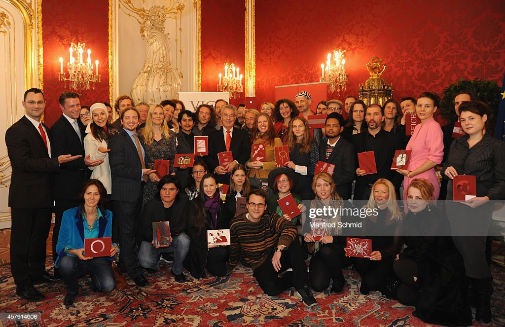 <a gi-track='captionPersonalityLinkClicked' href=/galleries/search?phrase=Heinz+Fischer&family=editorial&specificpeople=537198 ng-click='$event.stopPropagation()'>Heinz Fischer</a> poses with some artists for a photograph during the press preview - 'Hofburg: - Ein Stueck (Kunst-) Geschichte' at Hofburg Vienna on October 24, 2014 in Vienna, Austria.