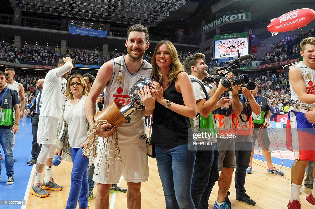 Helen Lindes and Rudy Fernndez of Real Madrid celebrate their victory over the 201516 ACB League FC Barcelona in the Barclaycard Center in Madrid...