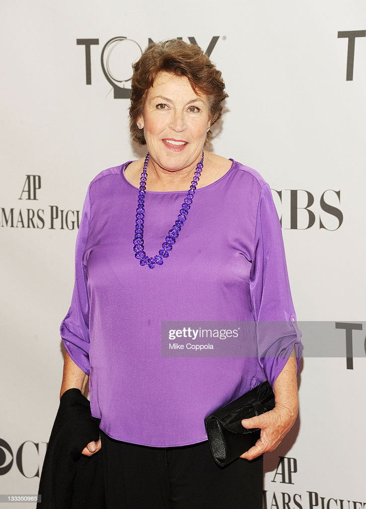 Helen Reddy attends the 65th Annual Tony Awards at the Beacon Theatre on June 12, 2011 in New York City.
