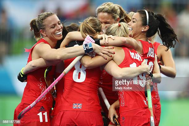 Helen RichardsonWalsh of Great Britain celebrates with her team after scoring a goal during the women's pool B match between Great Britain and...