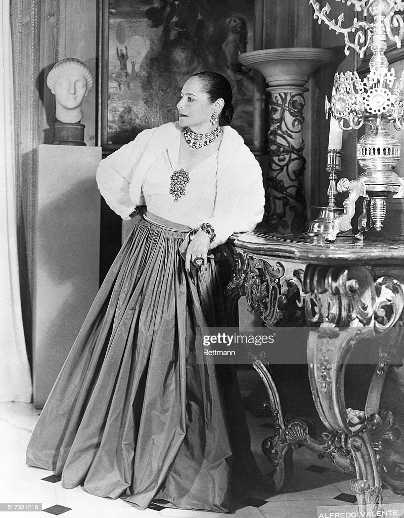 <a gi-track='captionPersonalityLinkClicked' href=/galleries/search?phrase=Helena+Rubinstein&family=editorial&specificpeople=212912 ng-click='$event.stopPropagation()'>Helena Rubinstein</a>, five years after she founded the <a gi-track='captionPersonalityLinkClicked' href=/galleries/search?phrase=Helena+Rubinstein&family=editorial&specificpeople=212912 ng-click='$event.stopPropagation()'>Helena Rubinstein</a> Foundation.