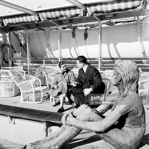 Helene De France On Honeymoon In Venice A Venise sur un bateau de croisière Hélène DE FRANCE assise vêtue d'un manteau et d'un foulard sur la tête...