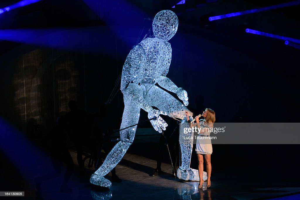 <a gi-track='captionPersonalityLinkClicked' href=/galleries/search?phrase=Helene+Fischer&family=editorial&specificpeople=3628333 ng-click='$event.stopPropagation()'>Helene Fischer</a> performs at 'Das Fruehlingsfest der 100.000 Bluetten' TV-Show at GETEC Arena on March 16, 2013 in Magdeburg, Germany.