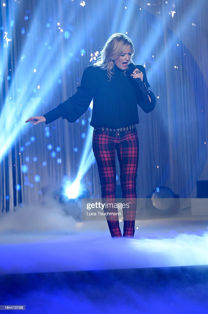 <a gi-track='captionPersonalityLinkClicked' href=/galleries/search?phrase=Helene+Fischer&family=editorial&specificpeople=3628333 ng-click='$event.stopPropagation()'>Helene Fischer</a> performs at the TV-Show 'Das Herbstfest der Traeume' at Messe Erfurt at Messe Erfurt on October 12, 2013 in Erfurt, Germany.