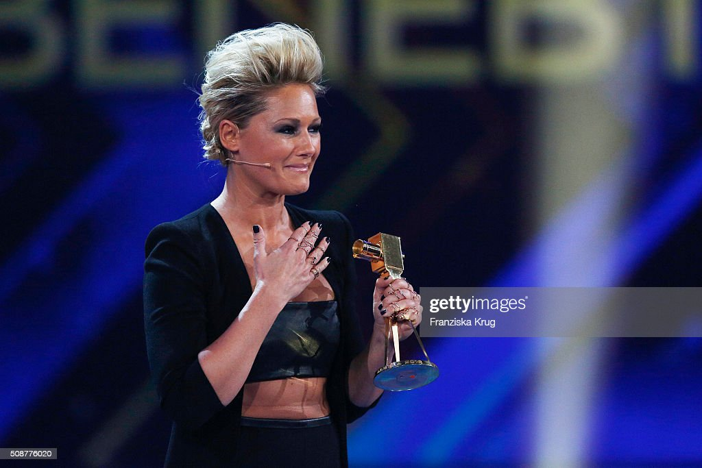 <a gi-track='captionPersonalityLinkClicked' href=/galleries/search?phrase=Helene+Fischer&family=editorial&specificpeople=3628333 ng-click='$event.stopPropagation()'>Helene Fischer</a> wins the award for Most Popular German Music Act during the Goldene Kamera 2016 on February 6, 2016 in Hamburg, Germany.