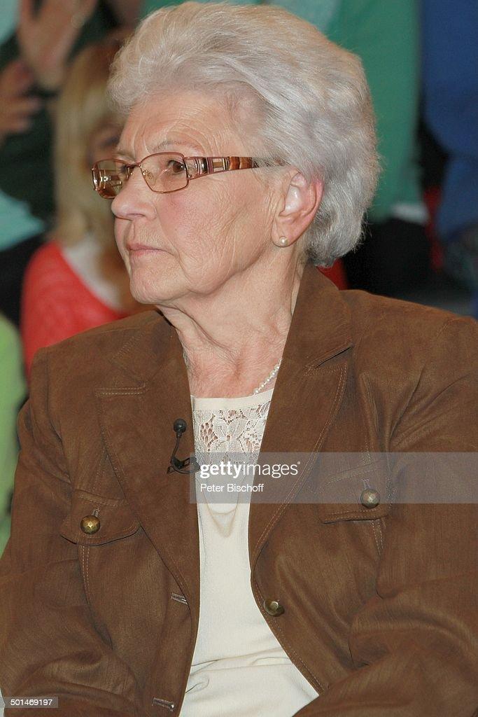 <b>Helga Arnold</b> (Mutter von Horst Arnold, der 5 Jahre unschuldig im Gefängnis ... - helga-arnold-zdftalkshow-markus-lanz-hamburgbahrenfeld-deutschland-picture-id501469197
