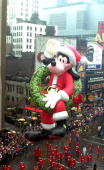 A heliumfilled balloon of Disney character Goofy makes its way down Broadway 26 November 1992 Goofy was the new balloon among 16 in the 66th annual...