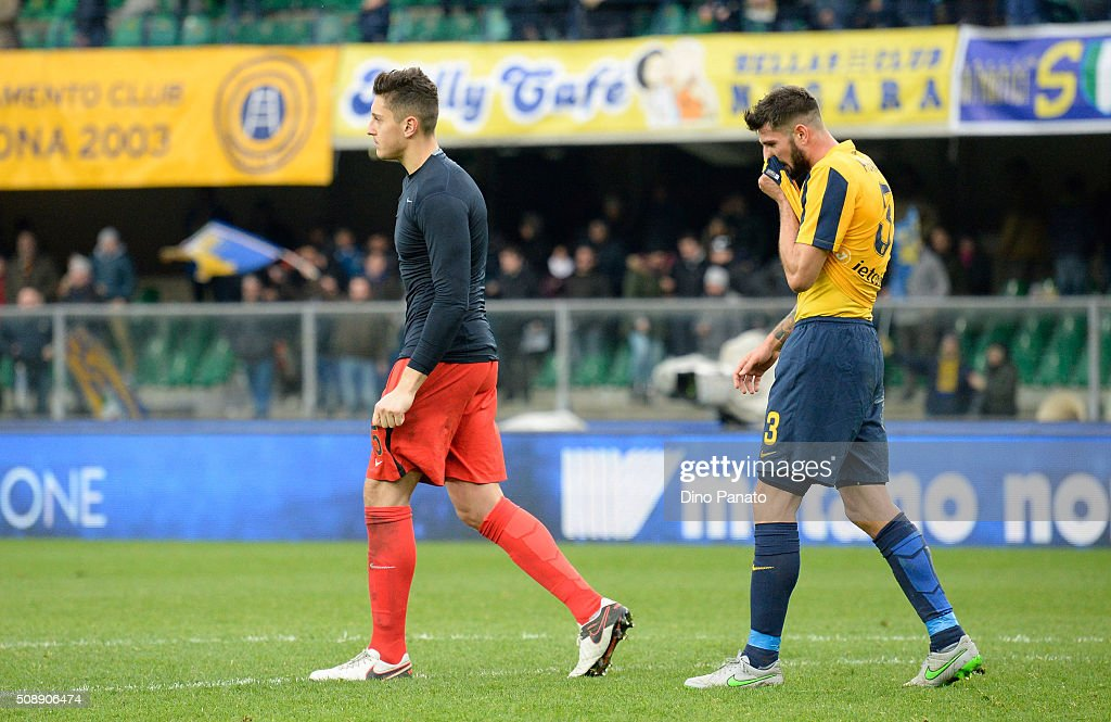 Hellas Verona players show their dejection after the Serie A match between Hellas Verona FC and FC Internazionale Milano at Stadio Marc'Antonio Bentegodi on February 7, 2016 in Verona, Italy.