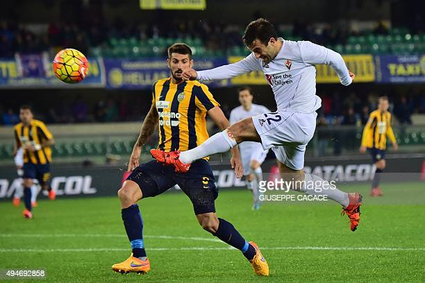 Hellas Verona's defender from Italy Eros Pisano fights for the ball with Fiorentina's forward from Italy Giuseppe Rossi during the Italian Serie A...