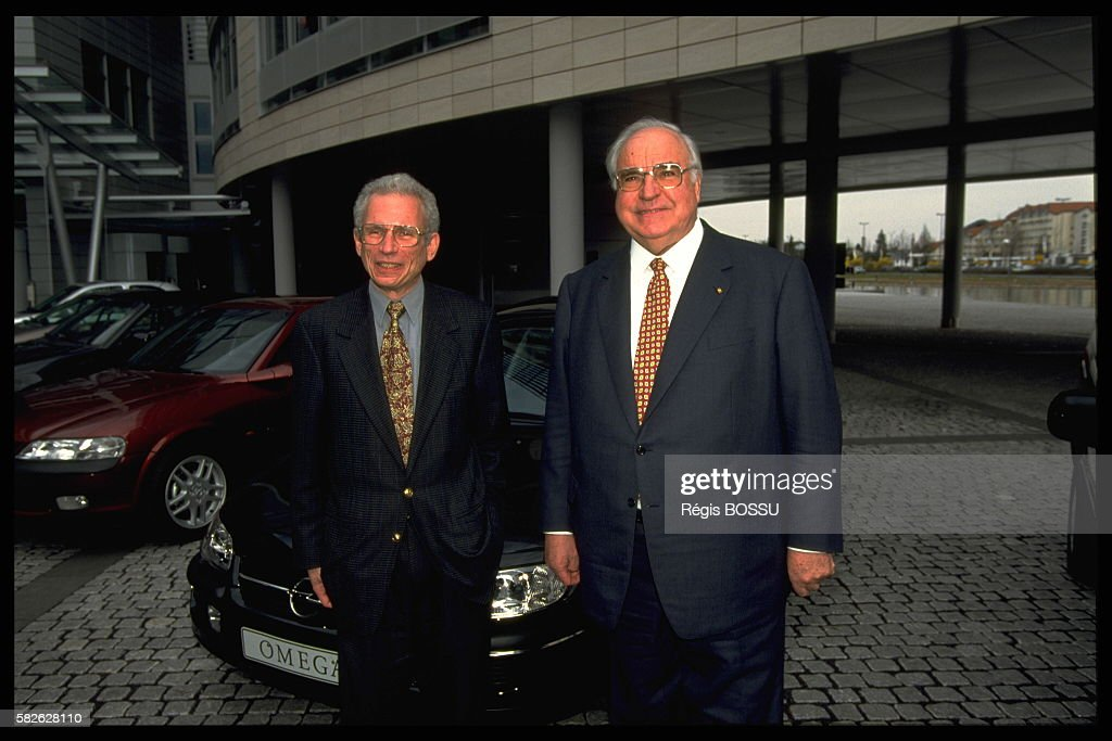 Helmut Kohl and David Herman president of Opel during the inauguration of a new plant