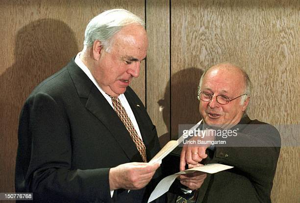 Helmut KOHL Federal Chancellor and DR Norbert BLUEM Federal Minister of Labour and Social Affairs are talking to each other before a cabinet meeting