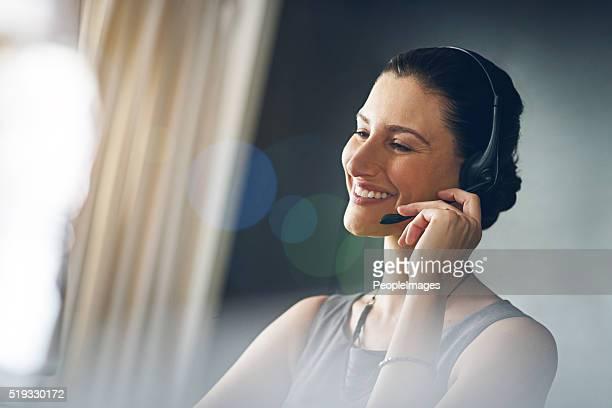 Ayudar un sus clientes con una sonrisa