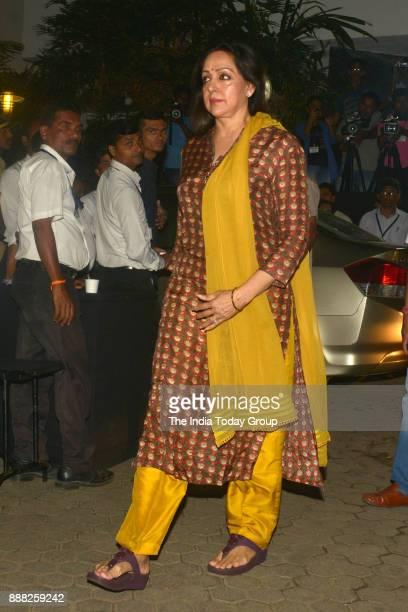 Hema Malini at Shashi Kapoor's condolence meeting at Prithvi Theatre in Mumbai