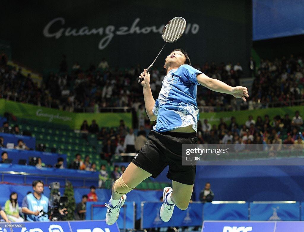 Hendra Setiawan of Indonesia leaps to sm