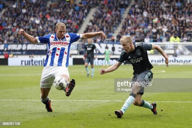 Henk Veerman of sc Heerenveen Donny van de Beek of Ajax during the Dutch Eredivisie match between sc Heerenveen and Ajax Amsterdam at Abe Lenstra...