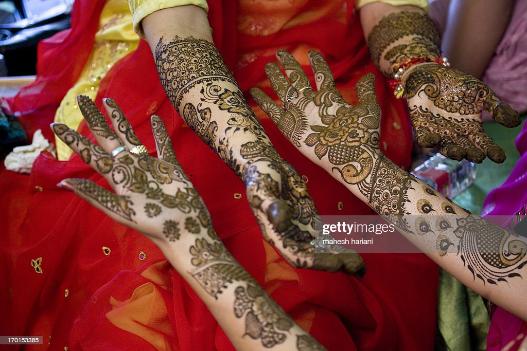 henna designs, wedding in India : Stock Photo