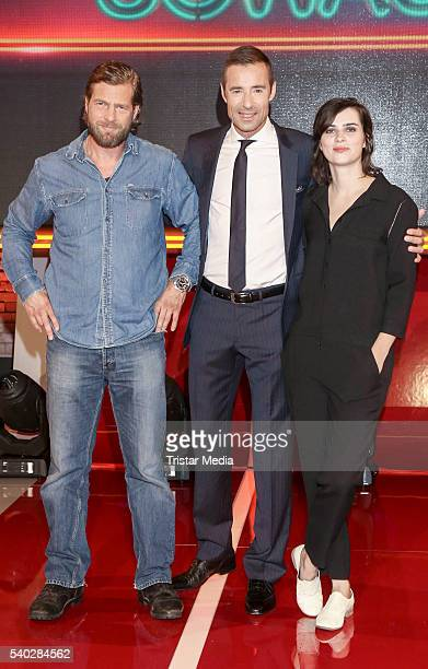 Henning Baum Kai Pflaume and Nora Tschirner attend 'Wer weiss denn sowas' TV Show Photo Call on June 14 2016 in Hamburg Germany