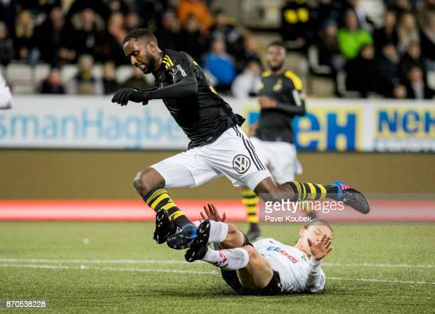 Henok Goitom of AIK Arvid Brorsson of Orebro SK during the Allsvenskan match between Orebro SK AIK at Behrn Arena on November 5 2017 in Orebro Sweden