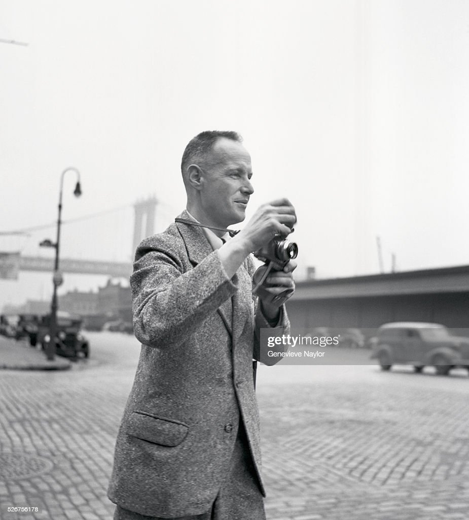photographer henri cartier bresson pictures getty images henri cartier bresson photographs the streets of brooklyn near the brooklyn bridge his work