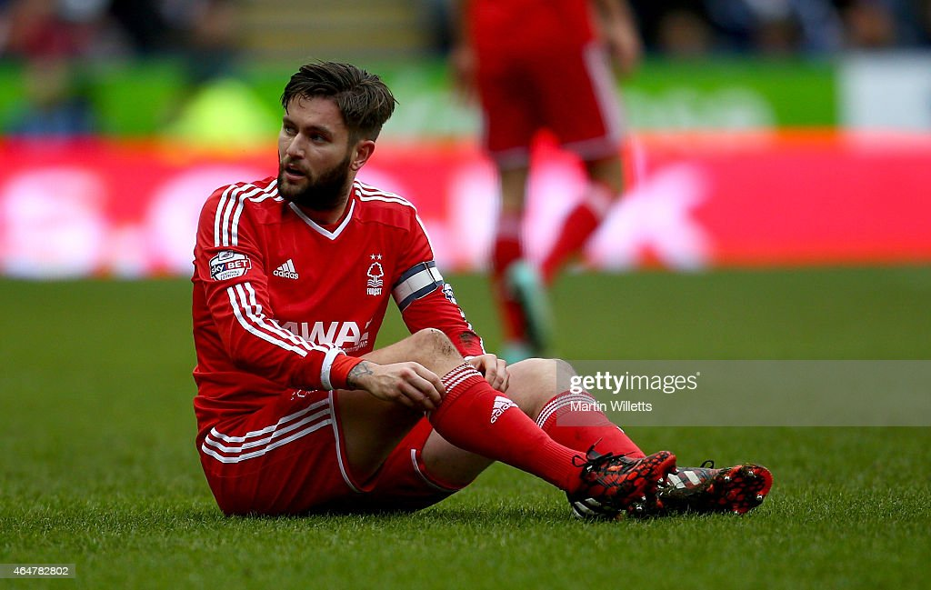 Henri Lansbury of Nottingham Forest during the Sky Bet Championship match between Reading and Nottingham Forest at Madejski Stadium on February 28, 2015 in Reading, England.