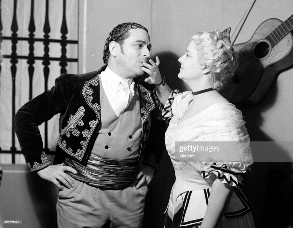 henri rollan and jane marken in le mariage de figaro by beaumarchais paris - Piece De Theatre Le Mariage De Figaro