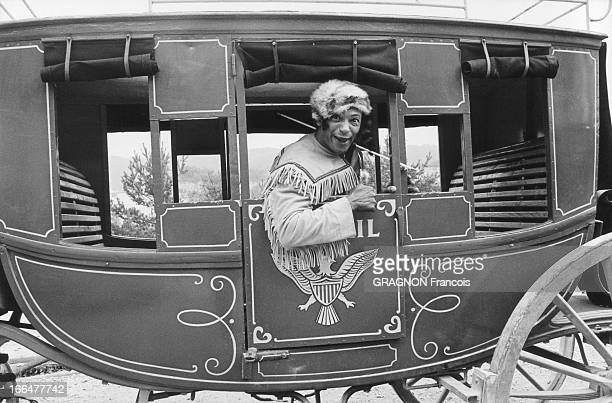 Henri Salvador Playing In The Scopitone Of '3 Roues A Mon Chariot' By Roger Pradines Henri SALVADOR tourne pour les scopitones sa chanson '3 ROUES A...