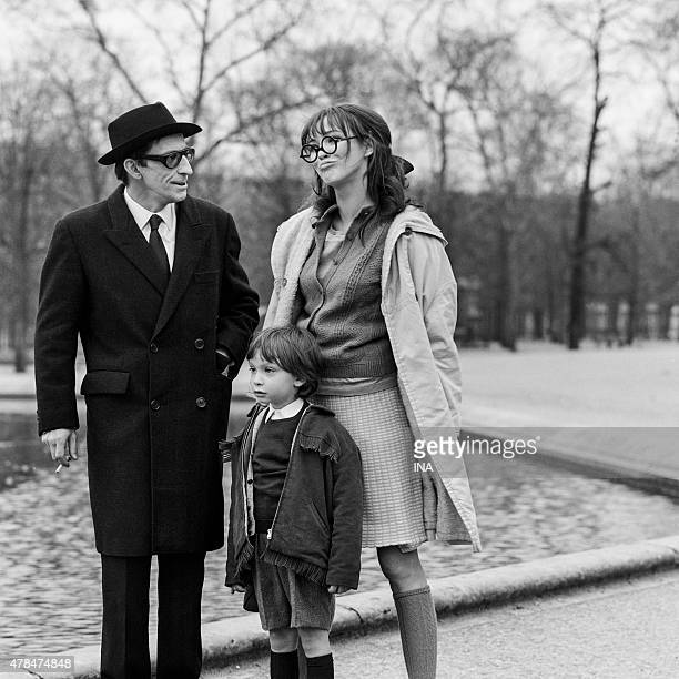 Henri Virlojeux beside Anna Karina in a scene of the musical ''Anna''