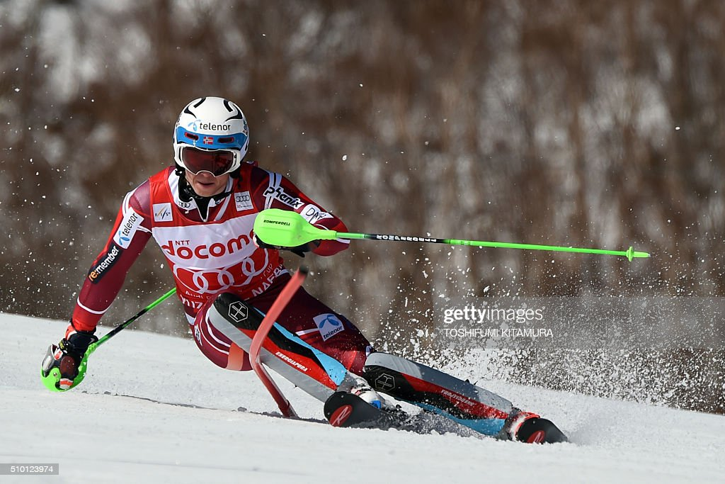 Henrik Kristoffersen of Norway skies down the course during the FIS Ski World Cup 2015/2016 men's slalom competition first run at the Naeba ski resort in Yuzawa town, Niigata prefecture on February 14, 2016. AFP PHOTO / TOSHIFUMI KITAMURA / AFP / TOSHIFUMI KITAMURA