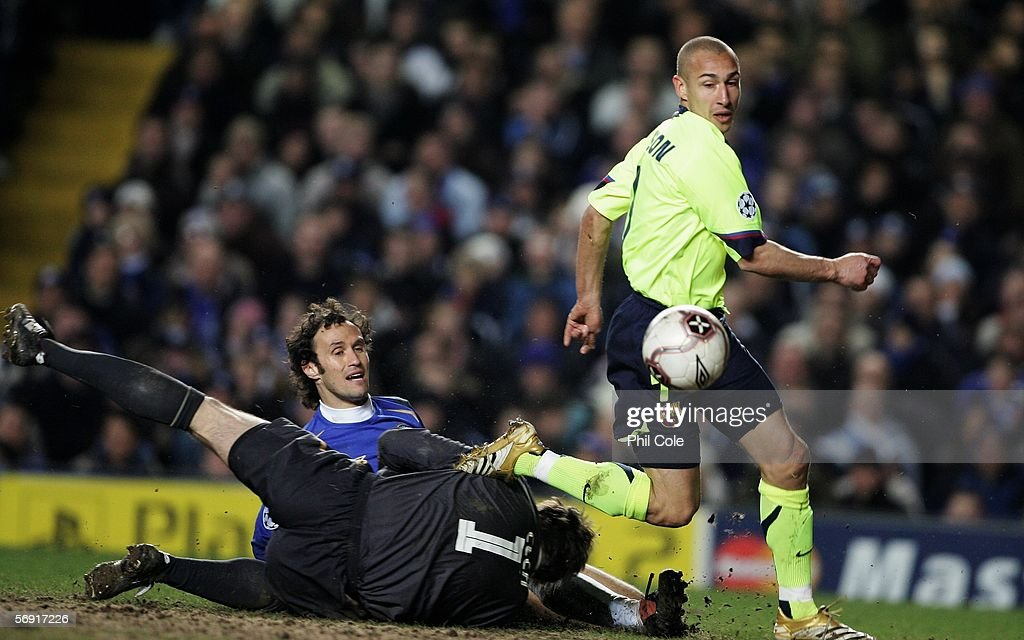 Henrik Larsson of Barcelona beats Ricardo Carvalho and Petr Cech of Chelsea during the UEFA Champions League Round of 16, First Leg match between Chelsea and Barcelona at Stamford Bridge on February 22, 2006 in London, England.